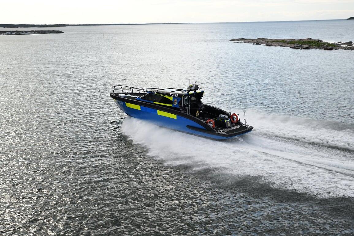 m15 police boat