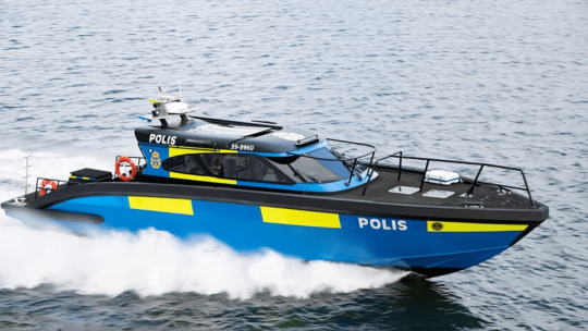M15 police boat moving