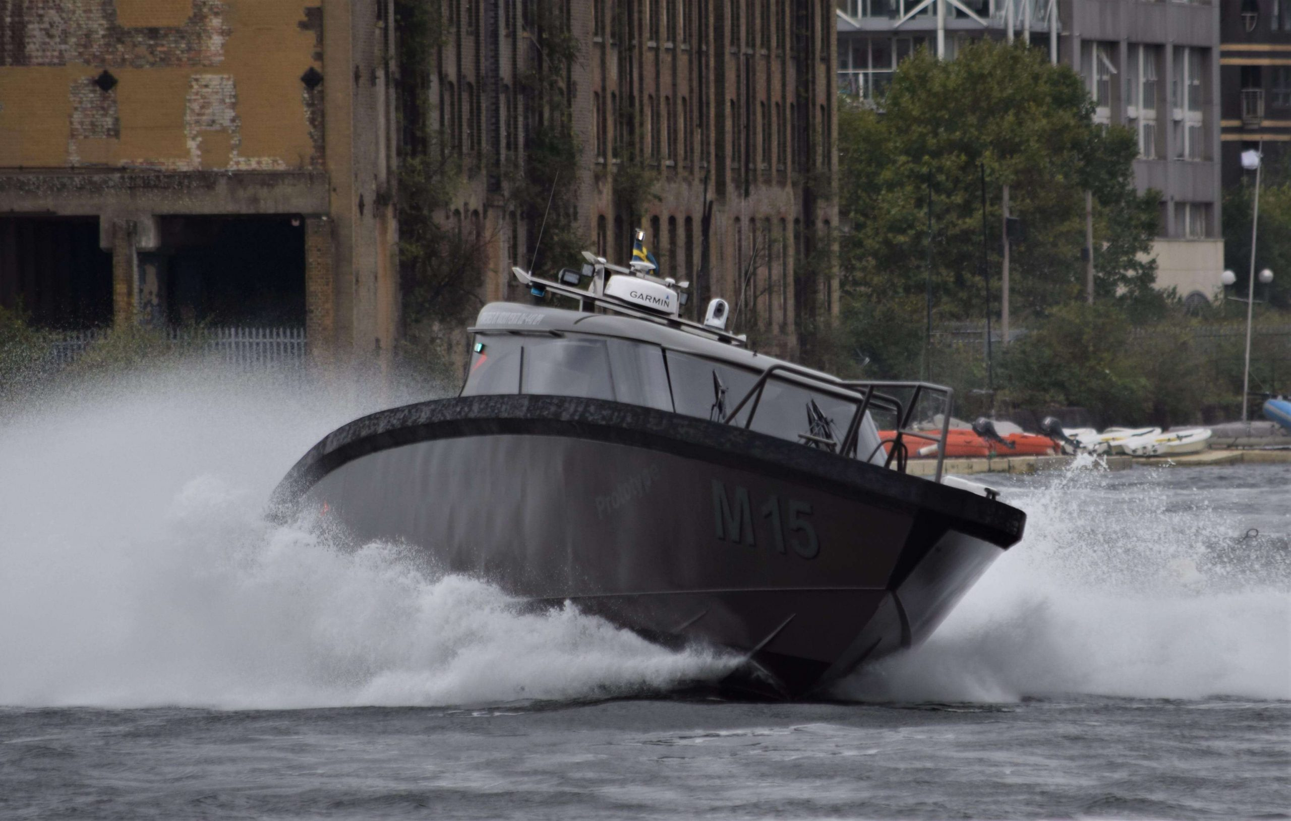 m15 vp2 boat at speed