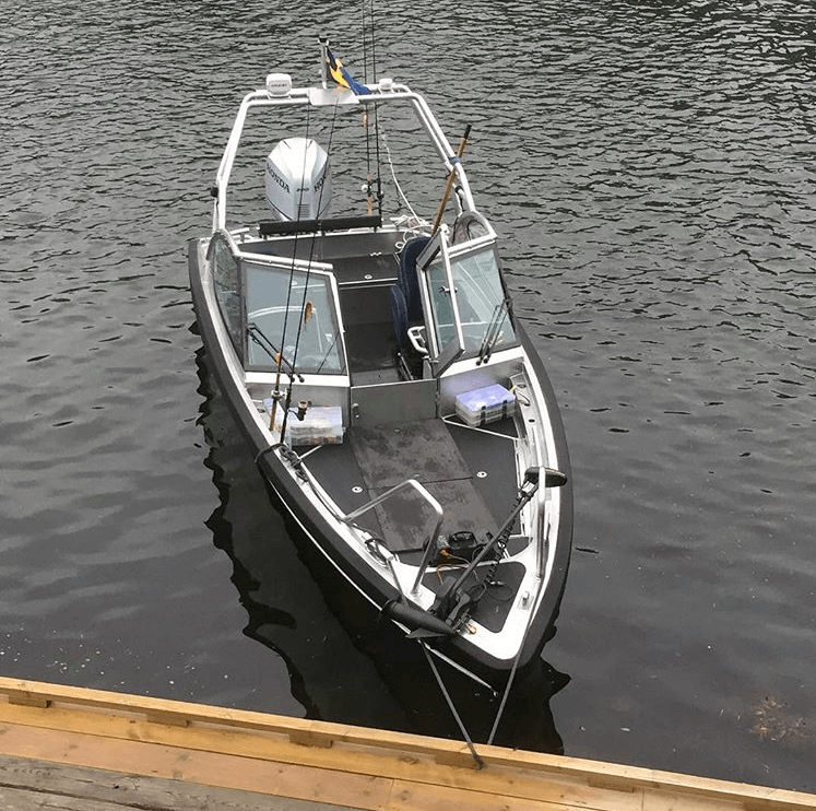 M7 boat with fishing poals