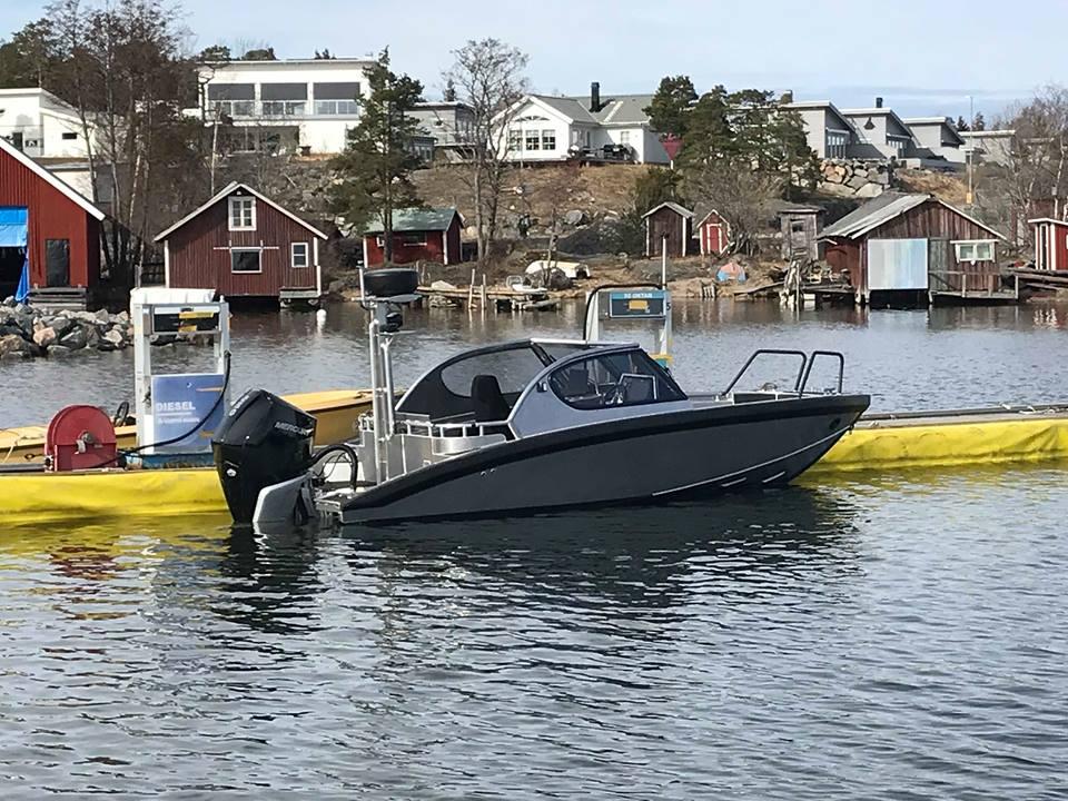M7 boat