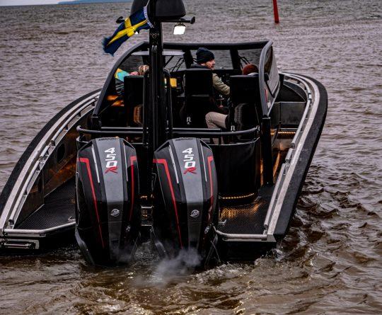 boat m9 open